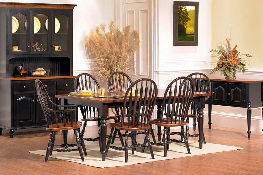 Merveilleux Old Towne Dining Collection